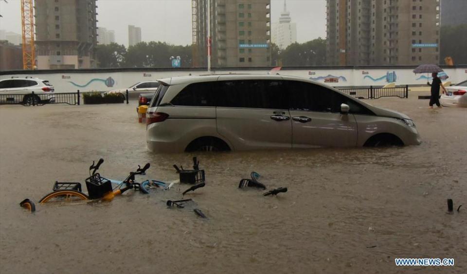 Cảnh khó tin do mưa lũ ở Trung Quốc, nhiều nơi chìm trong nước-3