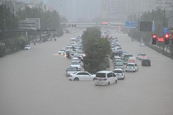 Cảnh khó tin do mưa lũ ở Trung Quốc, nhiều nơi chìm trong nước-5