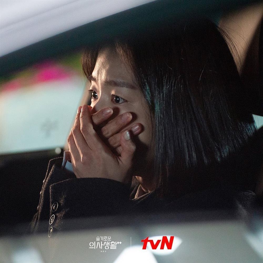 Cảnh òa khóc trong Hospital Playlist 2 được khen thực tế đến phát điên-5