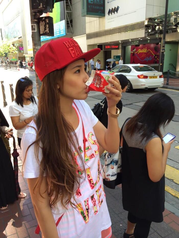 Hoa hậu Mai Phương Thúy up ảnh thời trẻ trâu mặc áo rộng, đội mũ snapback-1