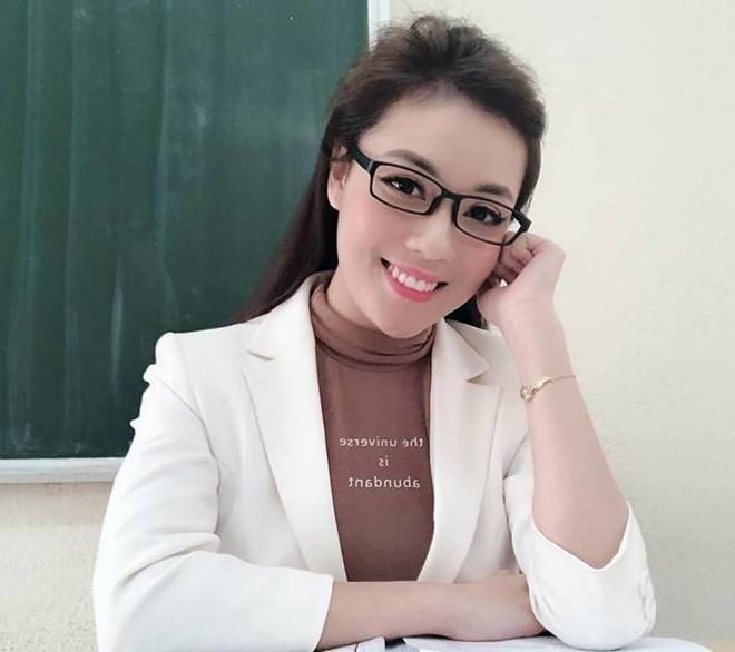 Livestream dạy học, ngoại hình đỉnh chóp nữ giáo viên chiếm spotlight-5