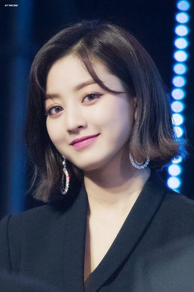 Cùng là leader: RM (BTS) tung 9 tầng mây, Irene (Red Velvet) mờ như ảo ảnh-5