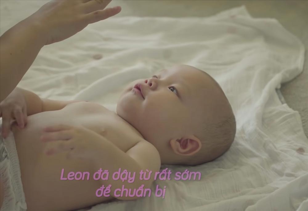 Con trai Hồ Ngọc Hà liên tục trở mặt dù đóng có 2s quảng cáo-3