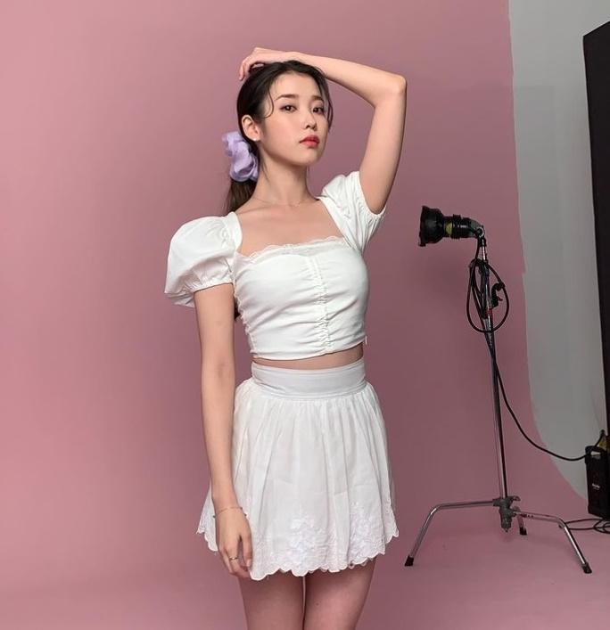 Mỹ nhân Hàn - Trung lăng xê mốt váy áo cổ vuông khoe xương quai xanh quyến rũ-9
