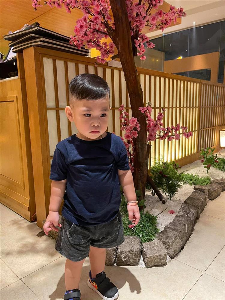 Ngoại hình đáng yêu cháu trai 2 tuổi của thủ môn Bùi Tiến Dũng-11