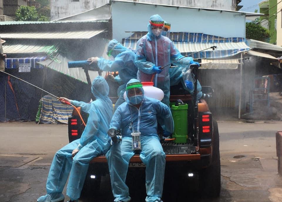 Đội khử khuẩn ở TP.HCM: Từ xa lạ, chúng tôi trở thành gia đình-4