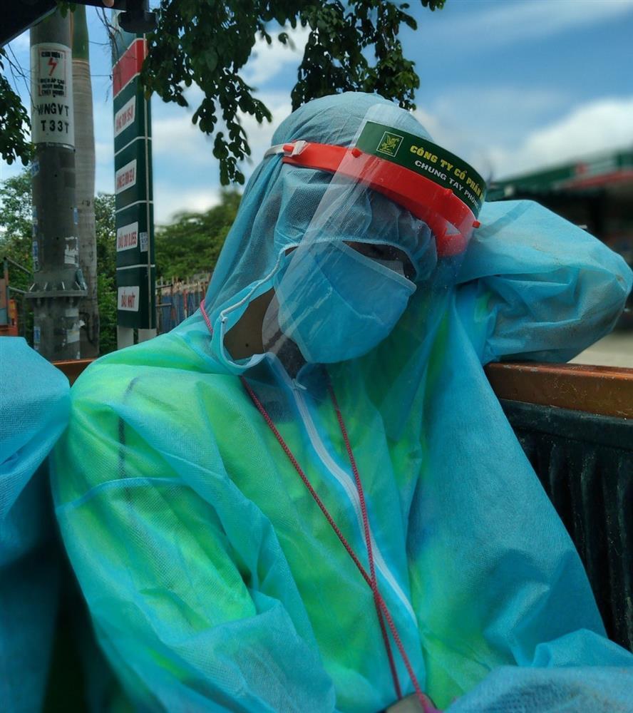 Đội khử khuẩn ở TP.HCM: Từ xa lạ, chúng tôi trở thành gia đình-6