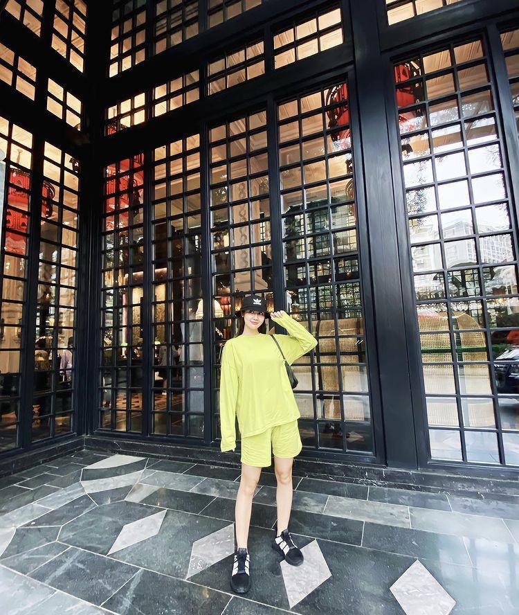 Lệ Quyên, Minh Triệu khoe body nức nở với xanh chuối hot trend-4
