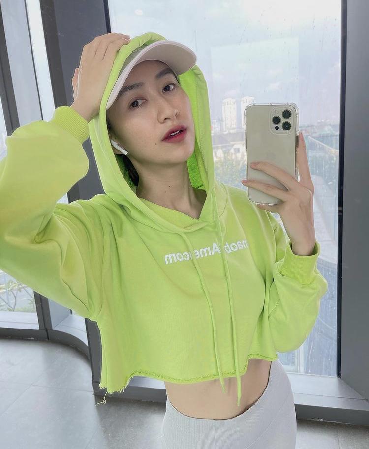 Lệ Quyên, Minh Triệu khoe body nức nở với xanh chuối hot trend-6
