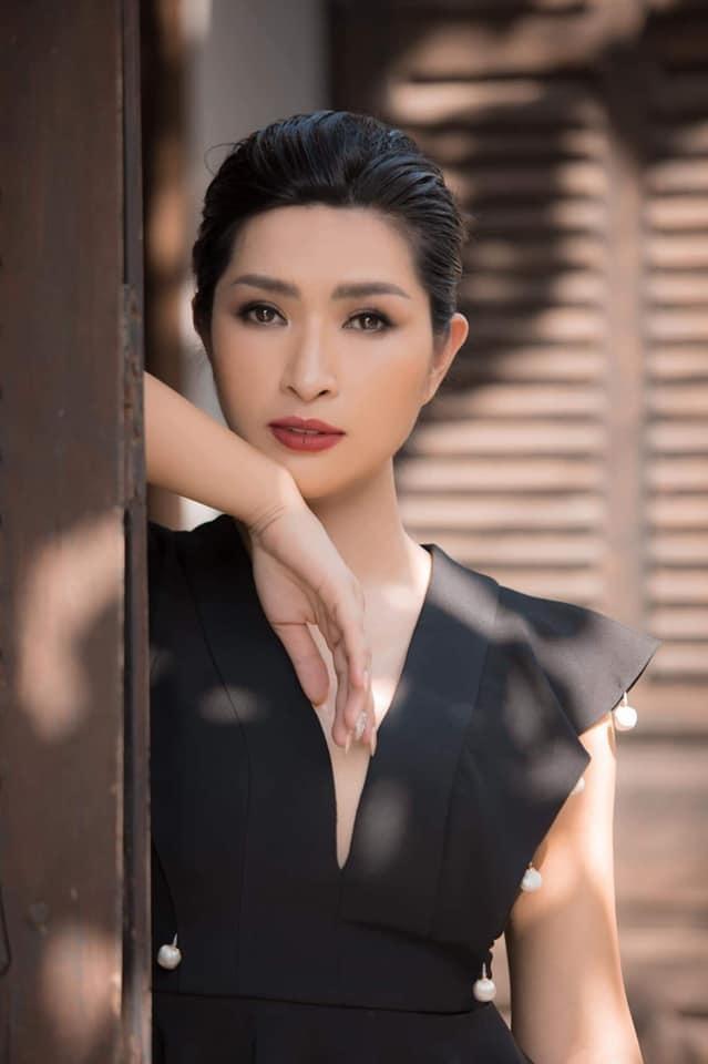 Nguyễn Hồng Nhung: Có người dí hình nóng xem có đúng là tôi không-1