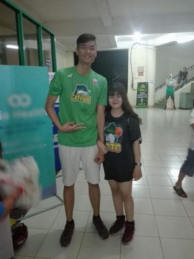 Cô gái nấm lùn tán đổ cầu thủ bóng rổ cao hơn 2m chỉ trong 3 ngày-3