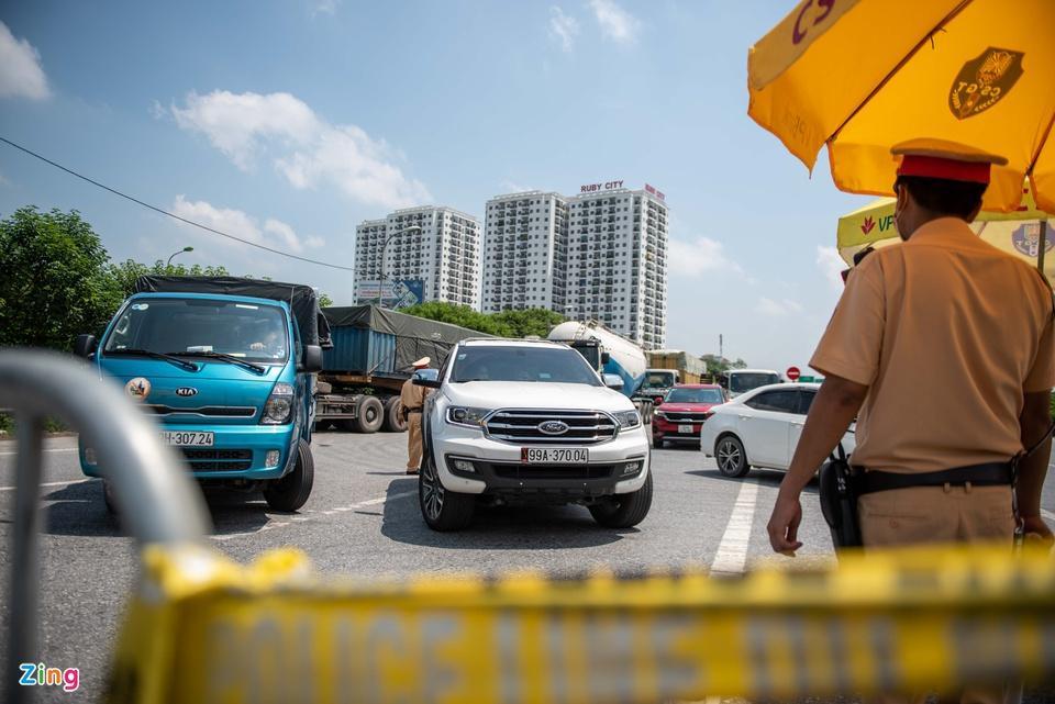 Tài xế tranh luận với CSGT khi Hà Nội cấm xe vào nội thành-1