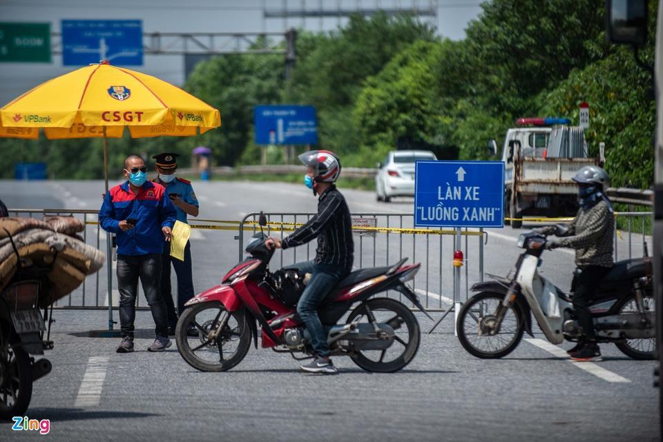 Tài xế tranh luận với CSGT khi Hà Nội cấm xe vào nội thành-3