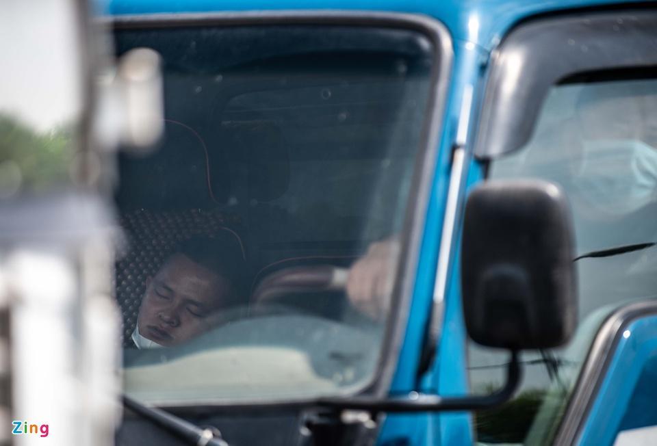 Tài xế tranh luận với CSGT khi Hà Nội cấm xe vào nội thành-7