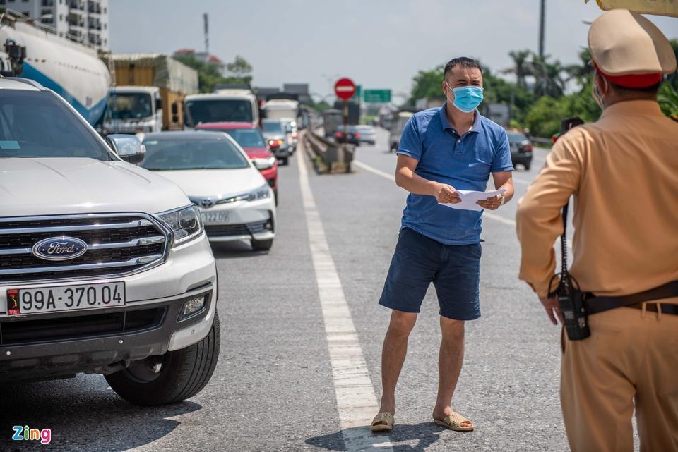 Tài xế tranh luận với CSGT khi Hà Nội cấm xe vào nội thành-11