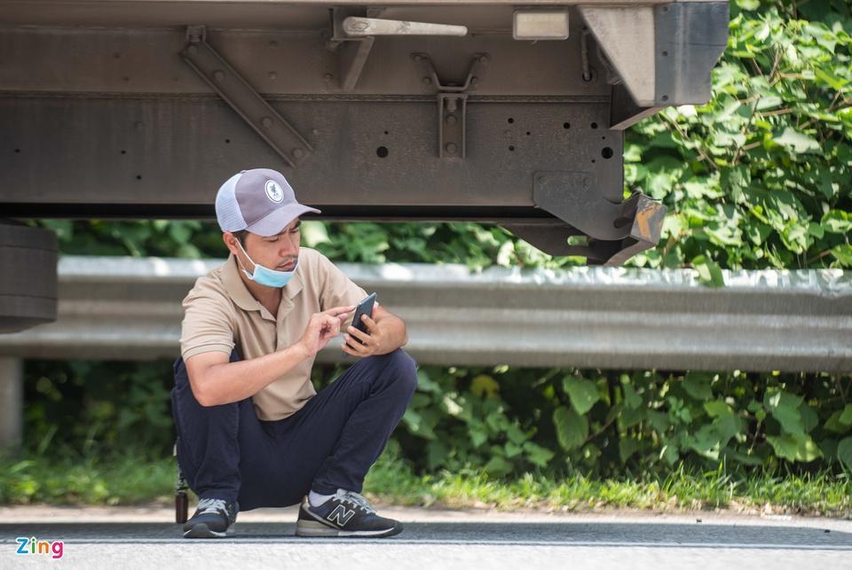 Tài xế tranh luận với CSGT khi Hà Nội cấm xe vào nội thành-8