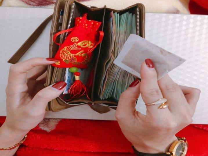 3 thứ đặt vào ví tiền tài lộc tìm tới, 1 thứ hao tài nên tránh xa-1