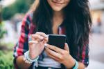Kiểm tra tin nhắn bạn trai cũ, cô gái hốt tới mức phải báo cảnh sát