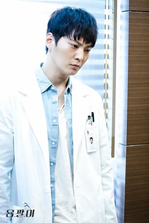 Top 8 bác sĩ đẹp trai nhất màn ảnh Hàn Quốc khiến bạn xiêu lòng (P1)-7