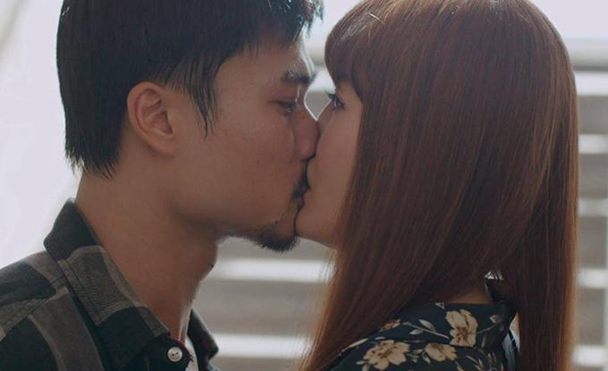 Nụ hôn râu ria của Thanh Hương và loạt cảnh khóa môi đặc biệt của sao Việt-1