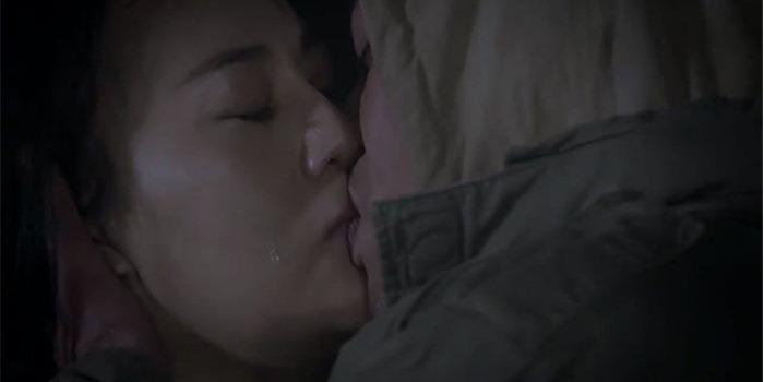 Nụ hôn râu ria của Thanh Hương và loạt cảnh khóa môi đặc biệt của sao Việt-2