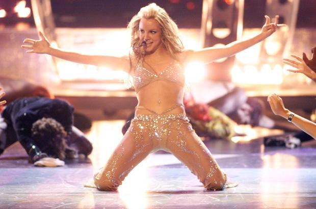 Britney Spears cởi áo khoe gần hết vòng 1 lên Instagram-2