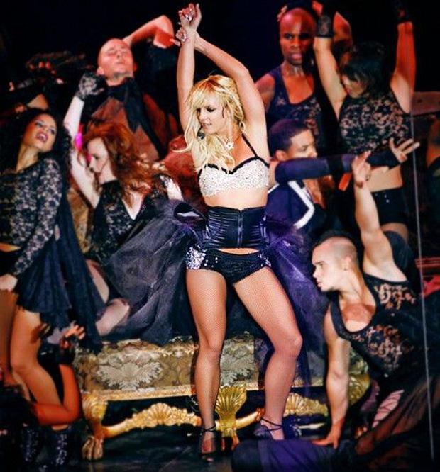 Britney Spears cởi áo khoe gần hết vòng 1 lên Instagram-6