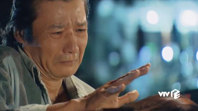Hương Vị Tình Thân: NSƯT Võ Hoài Nam thay ông Sinh vỗ về Nam, lộ hình ảnh hai bố con ở phần 2-1