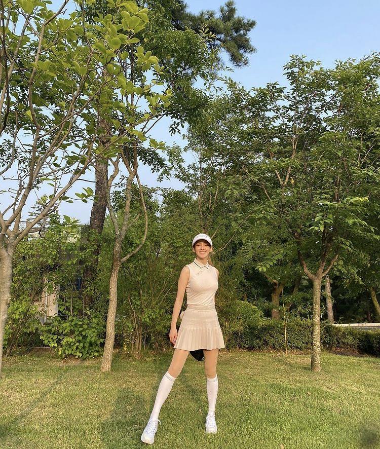 Hyomin, Sooyoung lên đồ đi đánh golf vừa chất vừa như nữ sinh 18-8