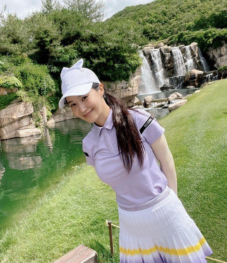 Hyomin, Sooyoung lên đồ đi đánh golf vừa chất vừa như nữ sinh 18-9