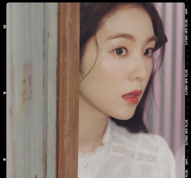 Red Velvet comeback sau 2 năm, ai ngờ MV đã được tiền bối f(x) tung hint từ lâu lắm rồi?-8