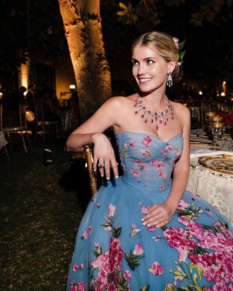 Cháu gái Công nương Diana kết hôn: Bộ váy cưới và câu chuyện đằng sau số 32-10