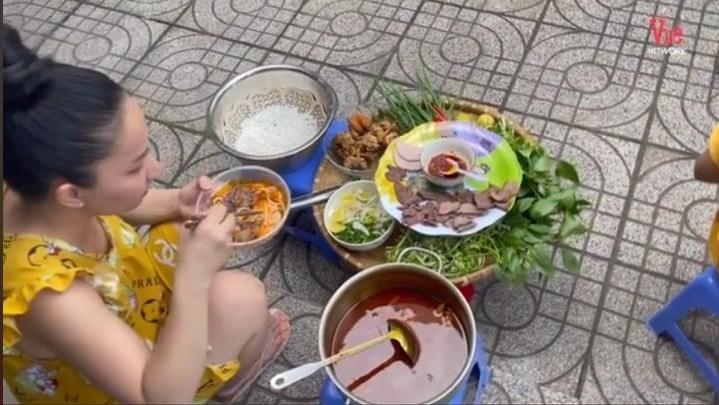 Lê Dương Bảo Lâm bị chỉ trích vì tụ tập ăn bún bò mùa dịch-1