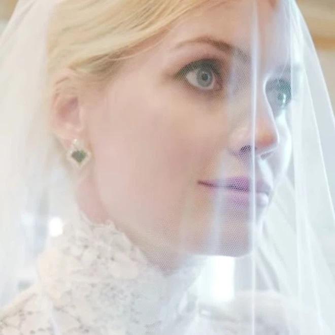 Ảnh cưới hoàng gia của cháu gái Công nương Diana và hôn phu hơn 32 tuổi-5