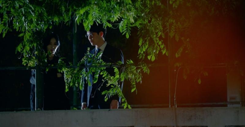 Cảnh bị cắt trong tập 7 Penthouse 3: Ha Yoon Cheol say sưa hôn gái lạ-11