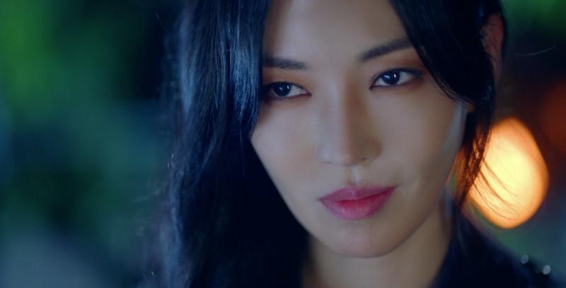 Cảnh bị cắt trong tập 7 Penthouse 3: Ha Yoon Cheol say sưa hôn gái lạ-12