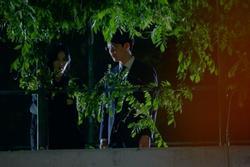 Cảnh bị cắt trong tập 7 'Penthouse 3': Ha Yoon Cheol say sưa hôn gái lạ