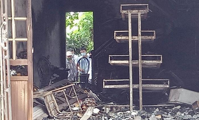 Hai vợ chồng tử vong trong căn nhà cháy, trên người nhiều vết đâm-1