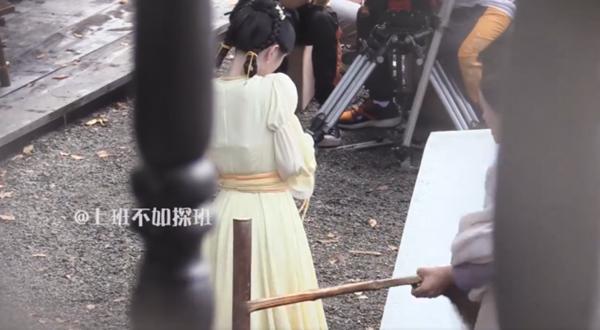 Cúc Tịnh Y bị đánh tới tấp, cuối cùng mỹ nữ cũng chịu hy sinh vì vai diễn!-11