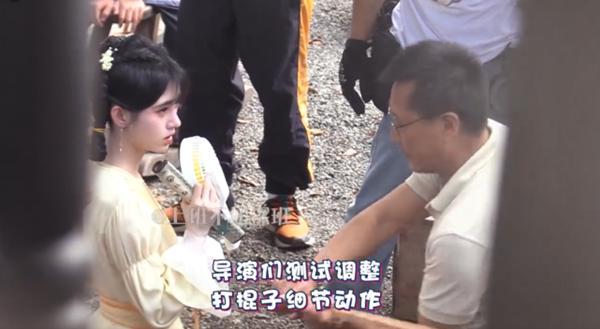 Cúc Tịnh Y bị đánh tới tấp, cuối cùng mỹ nữ cũng chịu hy sinh vì vai diễn!-9