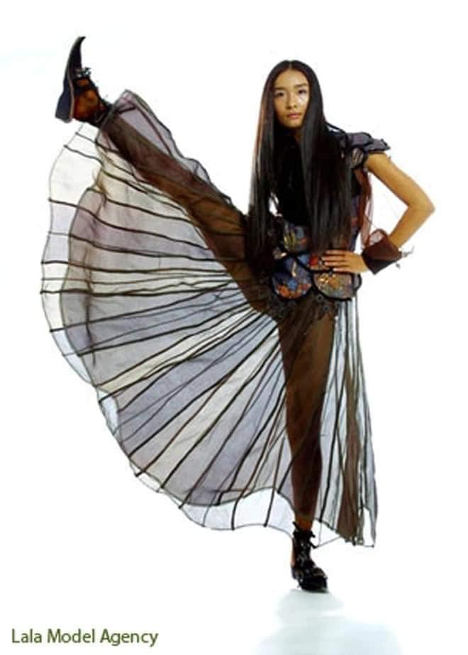 Cùng pose dáng xoạc rộng ra: Hà Hồ sang chảnh - Thu Minh kém duyên-1