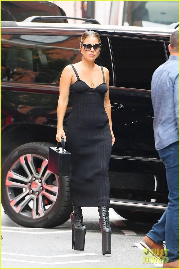 Tiền đình những lần đi giày cà kheo 40cm như diễn xiếc của Lady Gaga-2