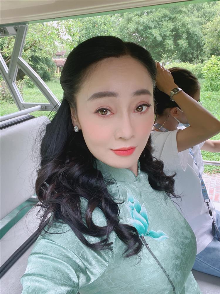 Bà Xuân Hương Vị Tình Thân nổi nóng khi bị chê xấu, già, mắt toét-3