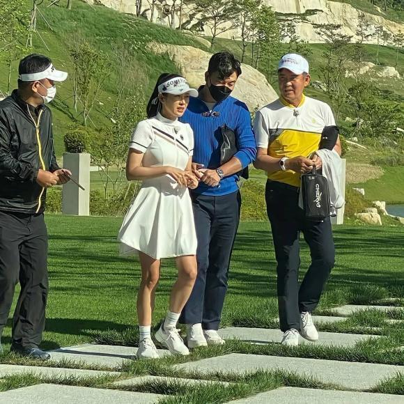 Thời trang golf hack tuổi, ton-sur-ton của Hyun Bin - Son Ye Jin-5