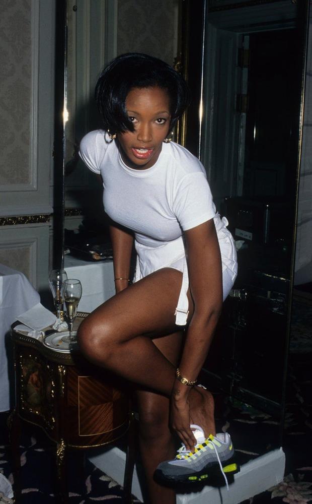 Show Victorias Secret thời đầu: Áo quần từ thập niên 90, dàn mẫu tuyển chọn khắt khe-2