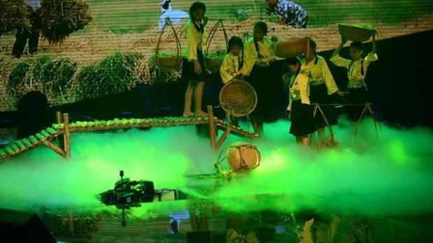 Giọng Hát Việt Nhí từng bị sập sân khấu, 3 người bị thương-1