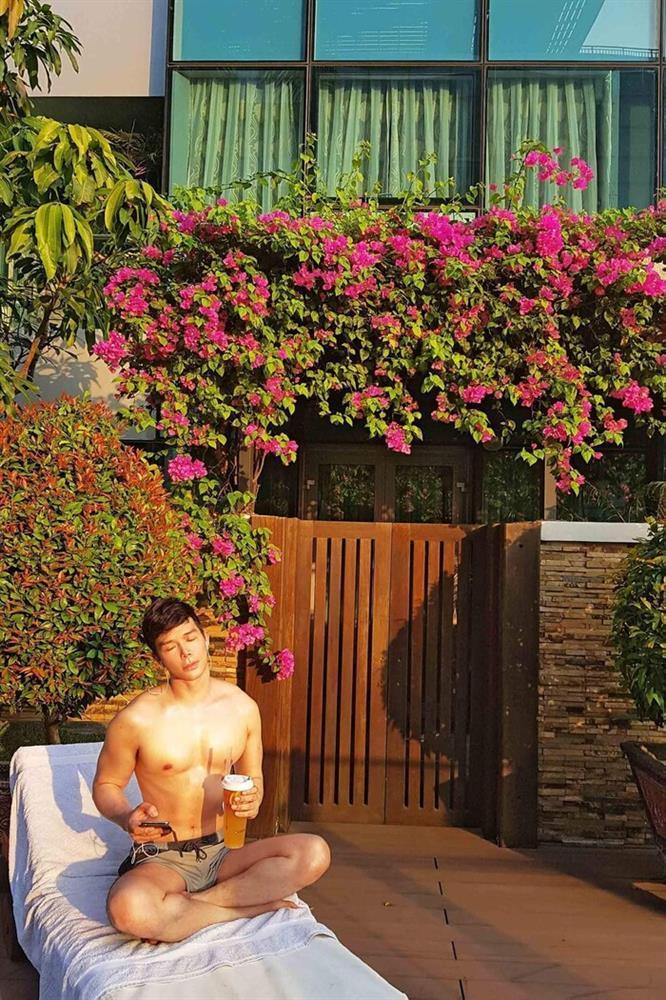 Bị chê ngực silicon, Nathan Lee càng chăm show body bóng nhẫy-6
