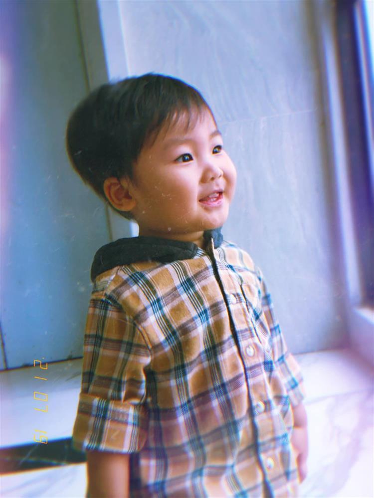 Thót tim nhìn con trai Hòa Minzy ngã ngửa từ trên cao-10