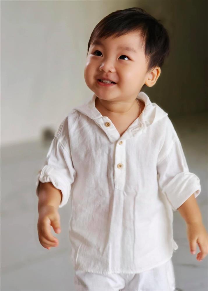 Thót tim nhìn con trai Hòa Minzy ngã ngửa từ trên cao-12