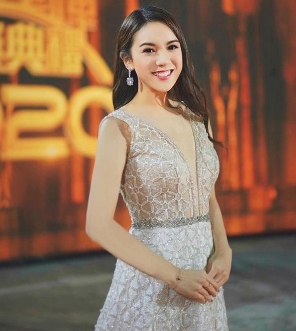 Tình cảnh trái ngược của hai người đẹp phải rời TVB-14